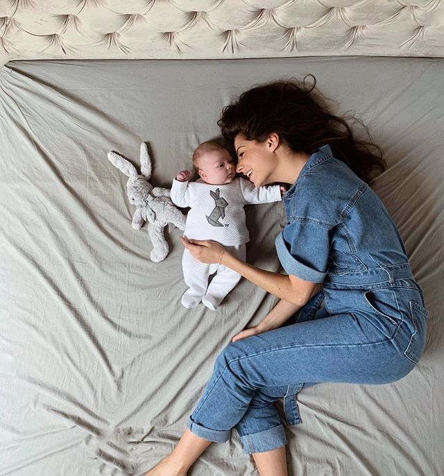 10 Newborn Baby hacks to make life with a baby much easier! How to make raising a newborn easier. How to handle life with a newborn. Baby hacks to make life easier. These are even great for DADS. Baby hacks for dads. hese baby hacks will make mom life so much easier! #baby #newborn