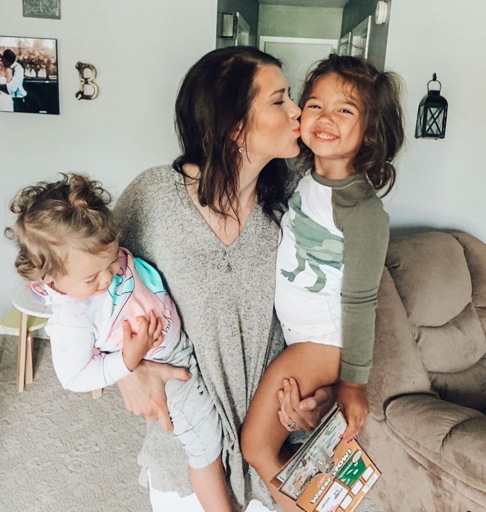 6 Simple Ways To Be A Better Mom TODAY! Learn how to be present in your child's life. How to be a more present mother. Little tips and tricks for being a happier, calmer mom. #motherhood #mom #parenting